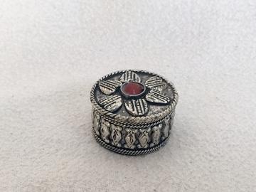 Bild von kleine runde Metalldose