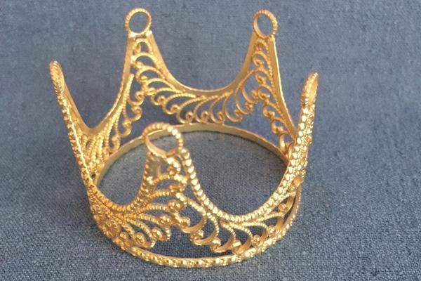 Bild von Edle filigrane Krone goldfarben 55mm Ø